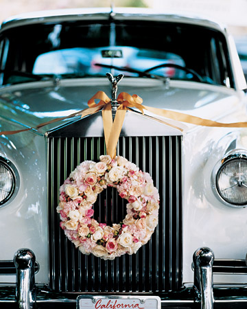 rolls royce wreath bride groom car