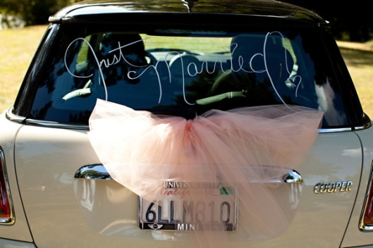 wedding getaway car pink tulle bow