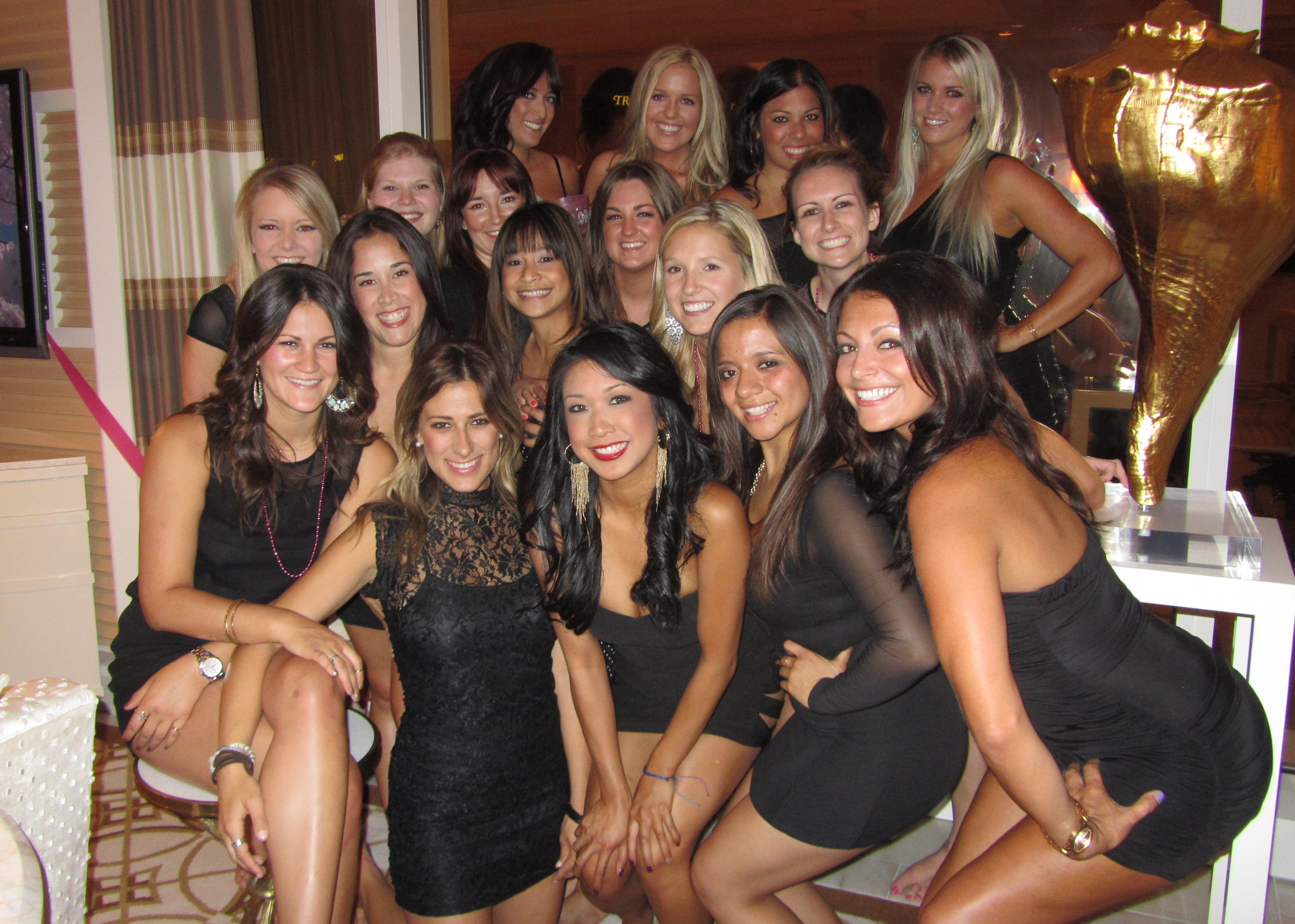 how to meet women in las vegas